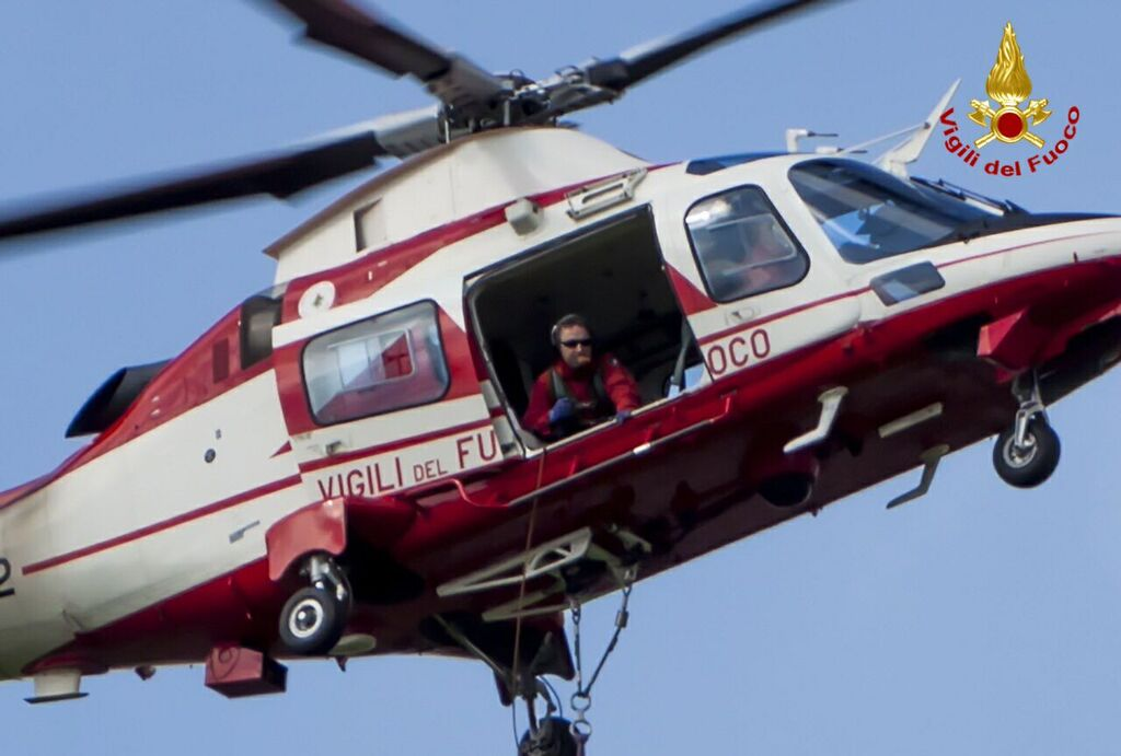 """L'elicottero dei vigili del fuoco di stanza a Malpensa """"Drago 84"""" ."""