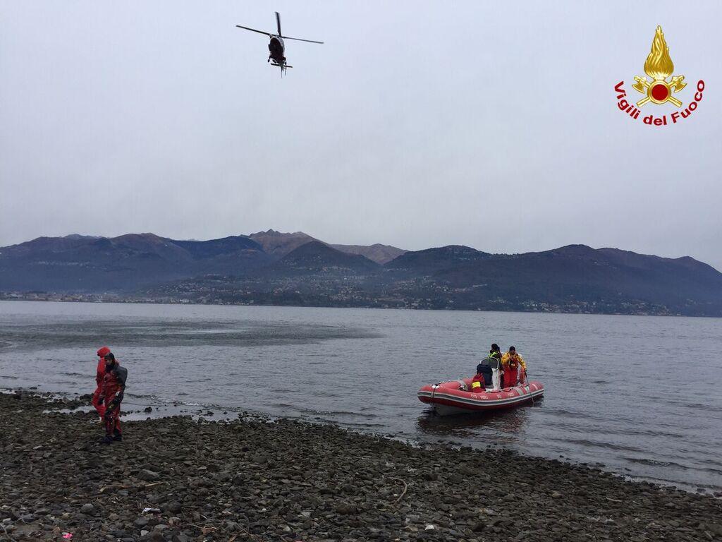 """Cerro, spiaggia del """"Fortino"""": si cerca una donna nelle acque del lago Maggiore"""