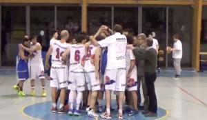 L'esultanza dei ragazzi della Pallacanestro Verbano Luino dopo la vittoria sul Basket Rovello