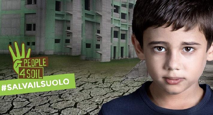"""Legambiente: """"Basta leggi truffa sul consumo di suolo. Sosteniamo la petizione #salvailsuolo"""""""
