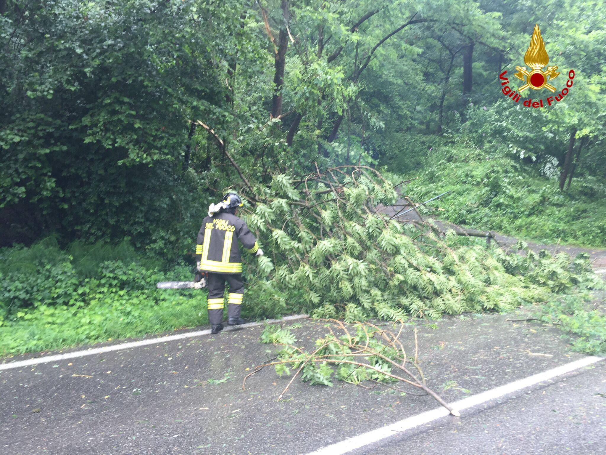 Maltempo, chiusa la strada tra Germignaga e Mesenzana. Sul posto i tecnici ANAS e i Vigili del Fuoco