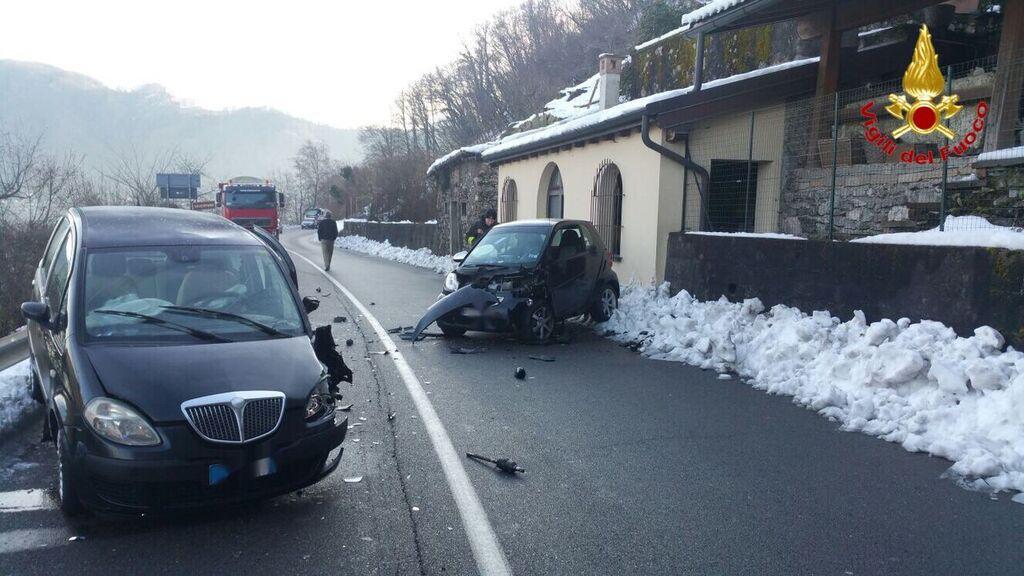 Lavena Ponte Tresa: incidente tra due automobili, coinvolte tre persone