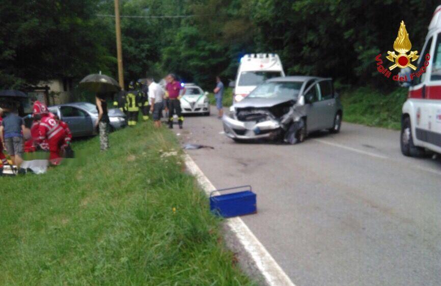 Castello Cabiaglio, incidente frontale tra due auto: un 62enne ed un 76enne in codice giallo al Circolo di Varese