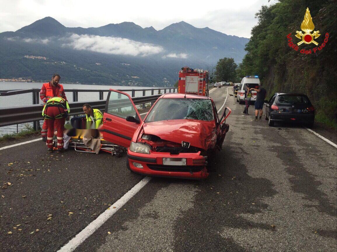 Maccagno, scontro tra due auto: una 29enne ed un 43enne in codice giallo al Circolo di Varese