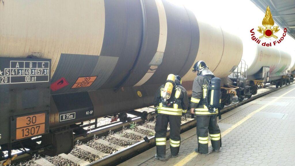 Sesto Calende: sversamento di una sostanza liquida infiammabile in stazione, intervengono i Vigili del Fuoco