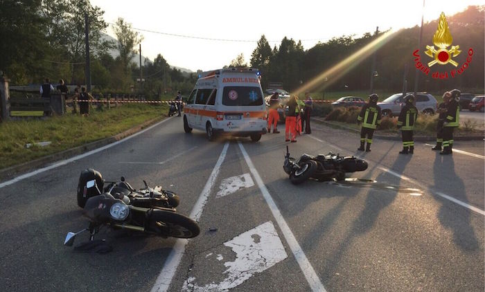 Rancio Valcuvia, scontro tra due moto. Due i feriti, interviene l'elisoccorso