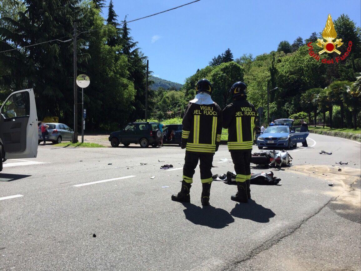 Porto Valtravaglia, scontro auto-moto: tre feriti, strada chiusa al traffico