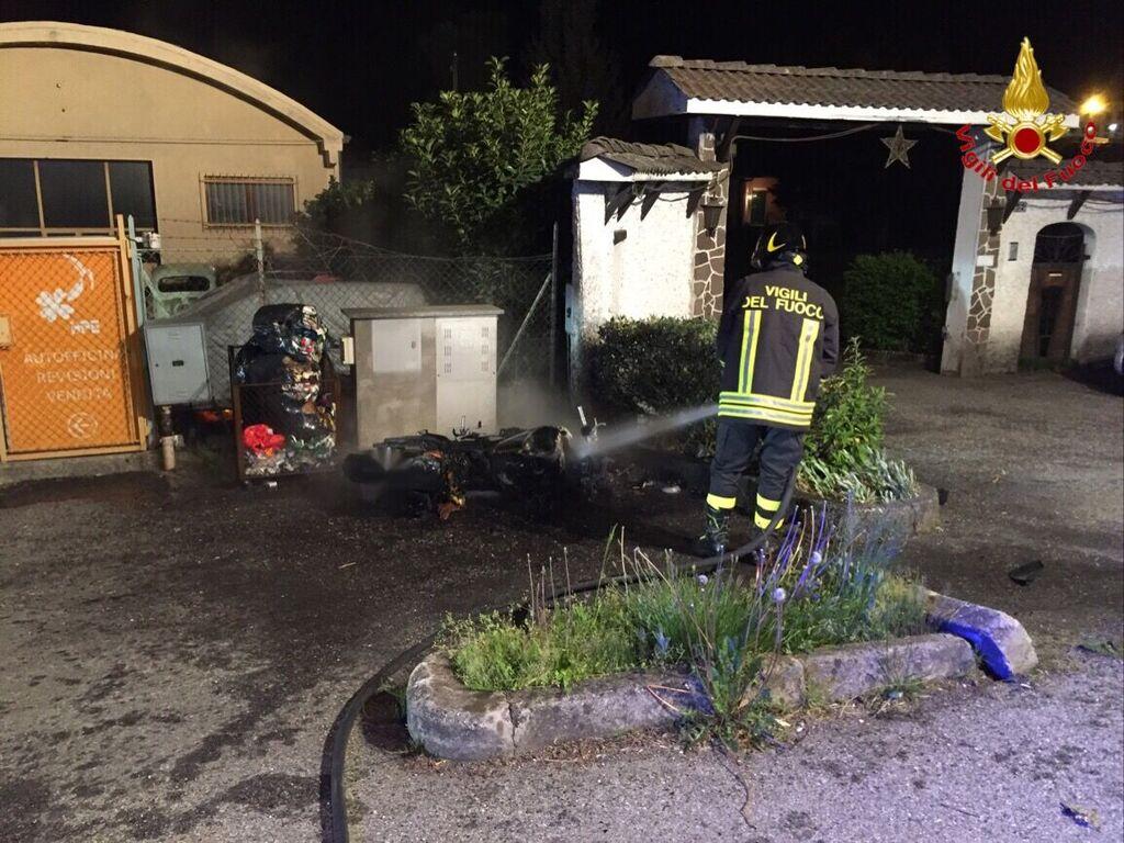 Cadono dalla moto a Cremenaga: uno dei due feriti trasportato in elisoccorso a Varese