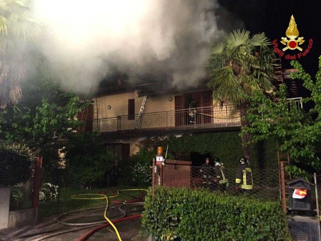 Rancio Valcuvia: a fuoco una villetta, distrutti 100mq di tetto