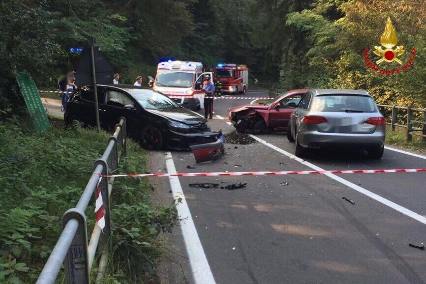 Luino, scontro tra tre auto nei pressi della Diga di Creva. Quattro persone coinvolte