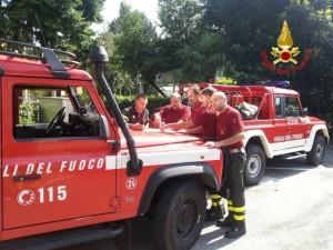 Le squadre dei Vigili del Fuoco che attendevano padre e figlio nei pressi del parcheggio del Lago D'Elio