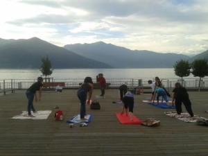 Yoga Luino, in piazza Chirola